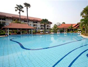Grand-Soluxe-Angkor-Palace-Resort-Spa-Pool-Terrace